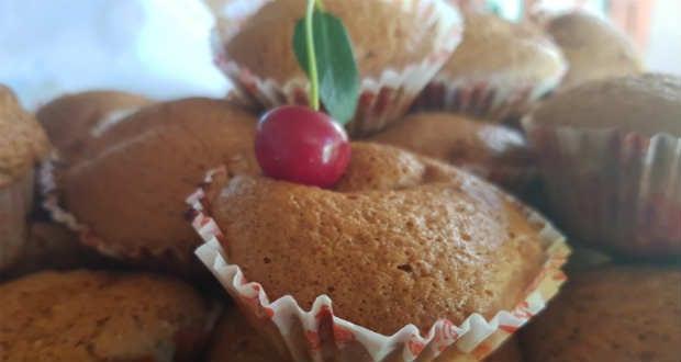 Meggyes-túrós muffin