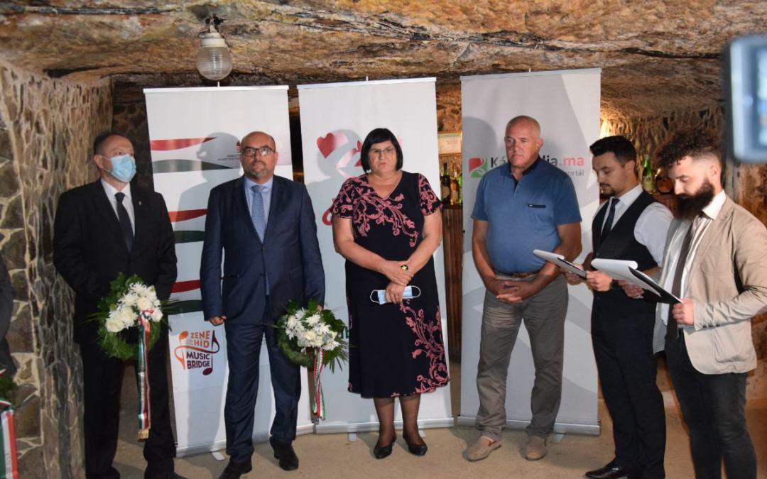 Wreathing in memory of Istvan Dobo