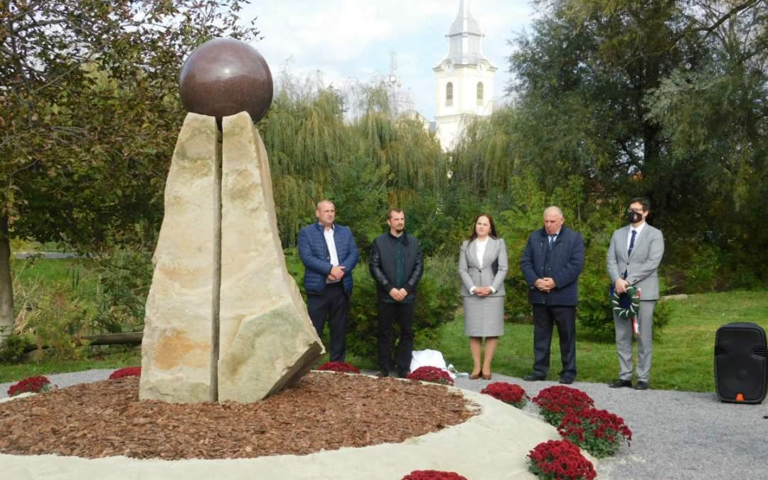Nagydobronyban felavatták a nemzeti összetartozás emlékművét