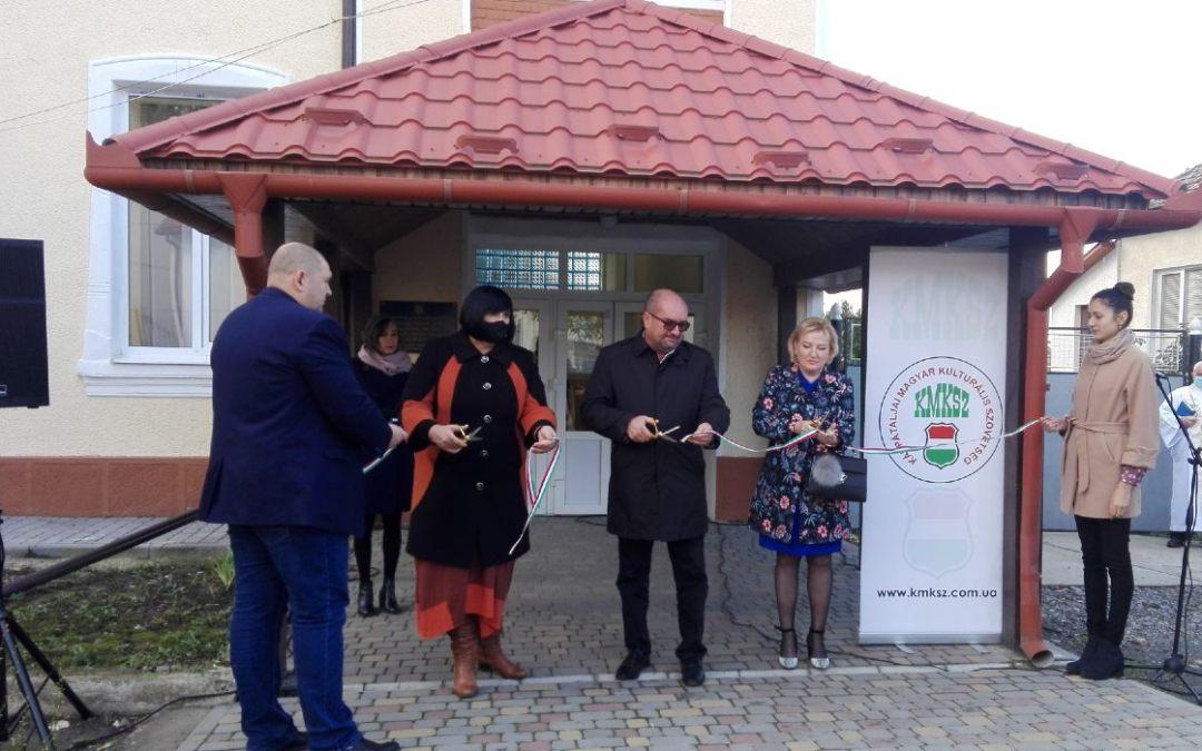 Átadták a kaszonyi iskola felújított épületeit