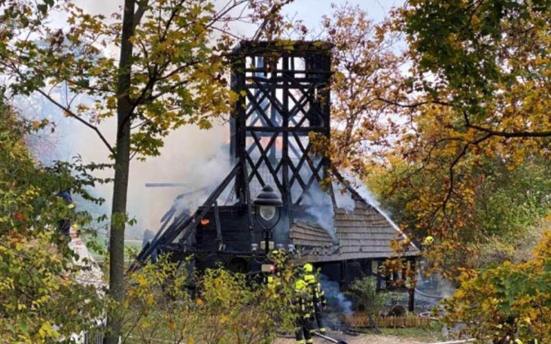 Leégett egy értékes 17. századi fatemplom Prágában