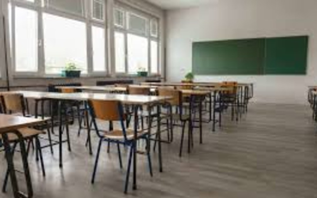 Bukarestben keddtől bezárják az iskolákat