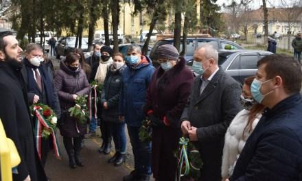 Kárpátalja ma: csendes koszorúzást tartottak a magyar kultúra napján Beregszászban