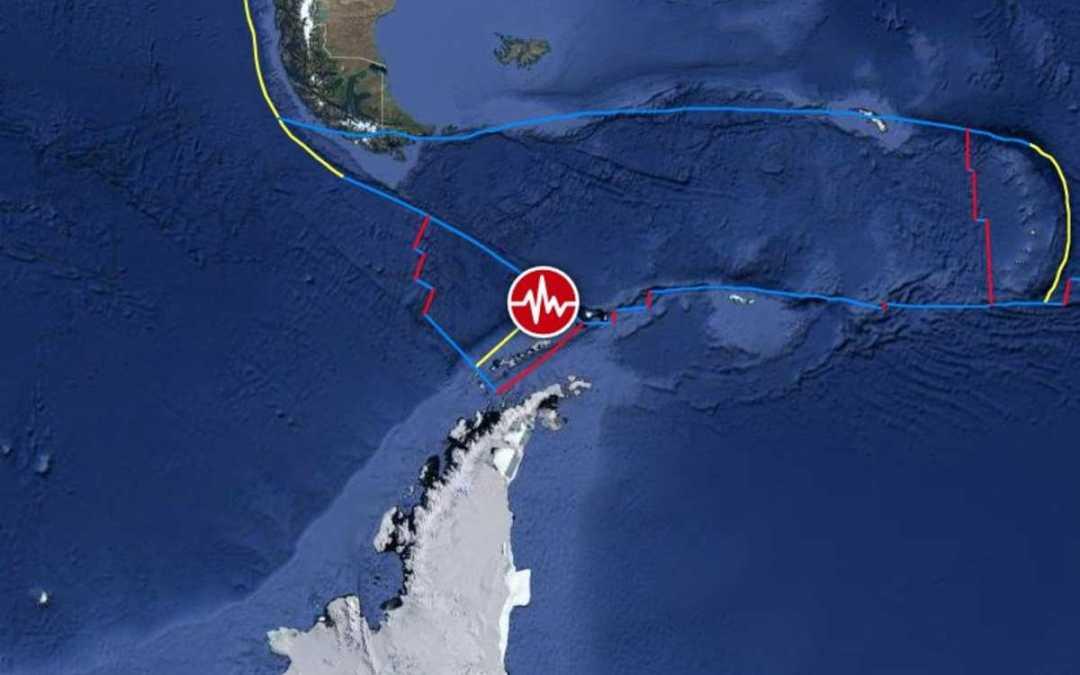Földrengés és szökőárriadó rázta meg a chileieket