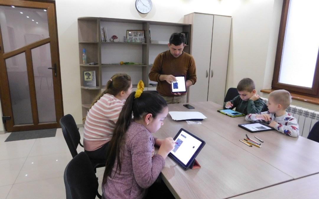 Digitális rajzolást tanulnak a gyerekek Nagydobronyban