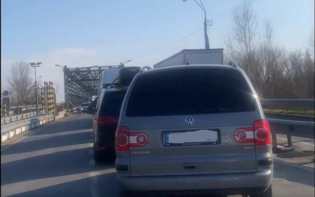A magyar fél munkatempójára panaszkodnak a Tisza határátkelőn