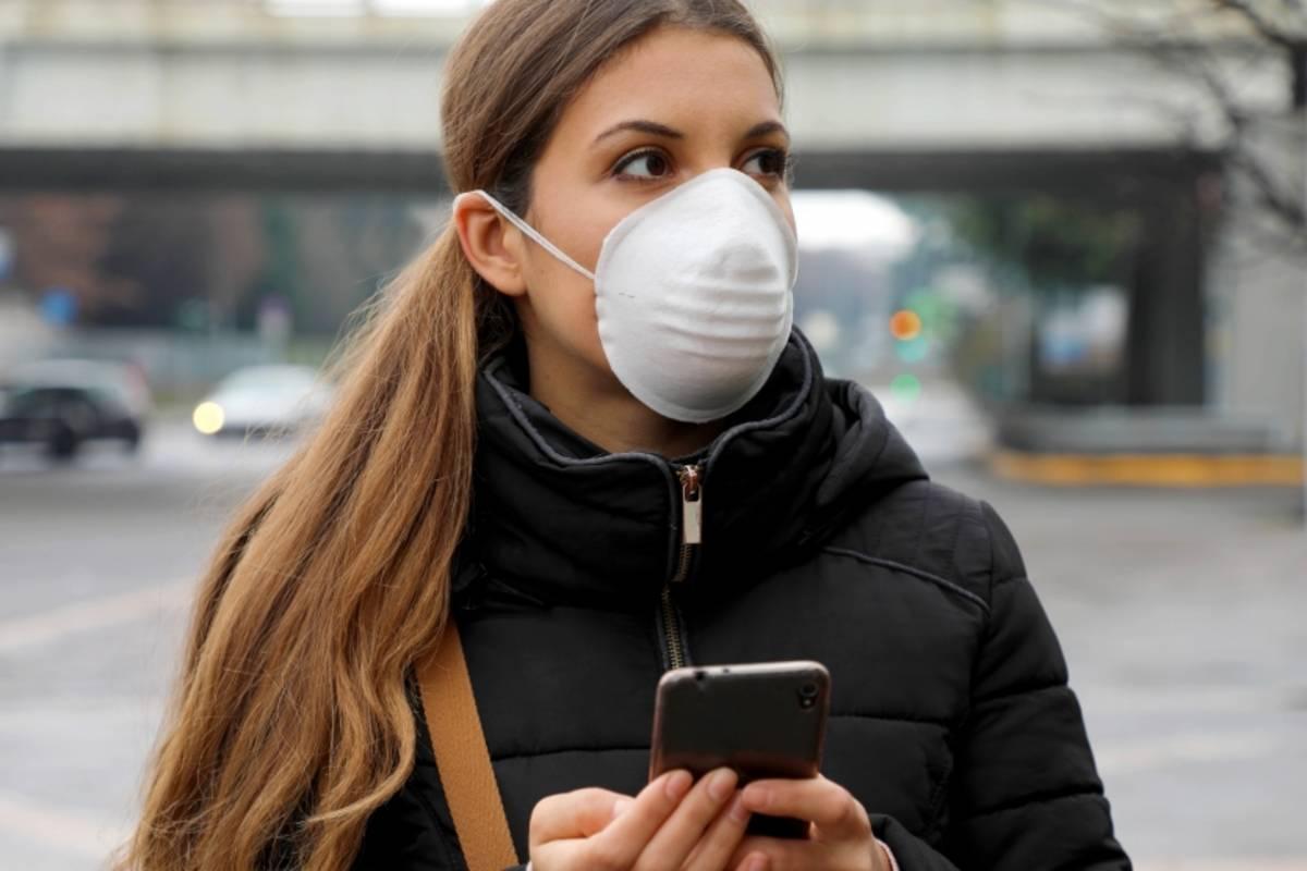 nő maskban