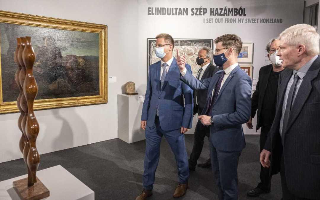 Kiállítás nyílt az elszakított területeken élő képzőművészek alkotásaiból Székesfehérváron
