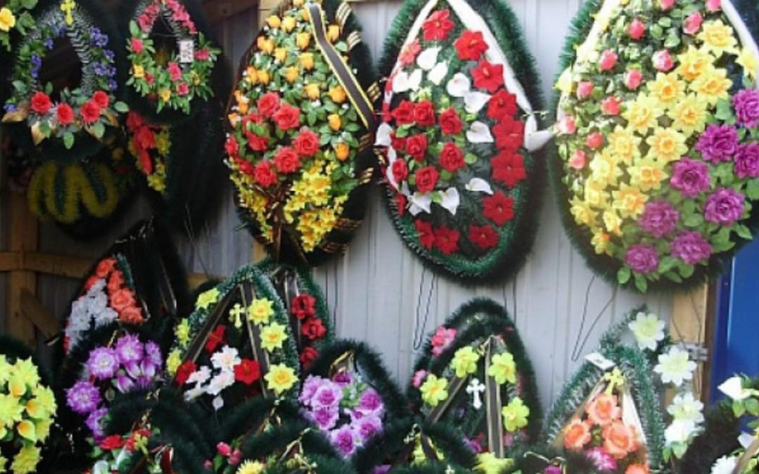 Munkácson betiltották a műanyagból készült virágokat és koszorúkat