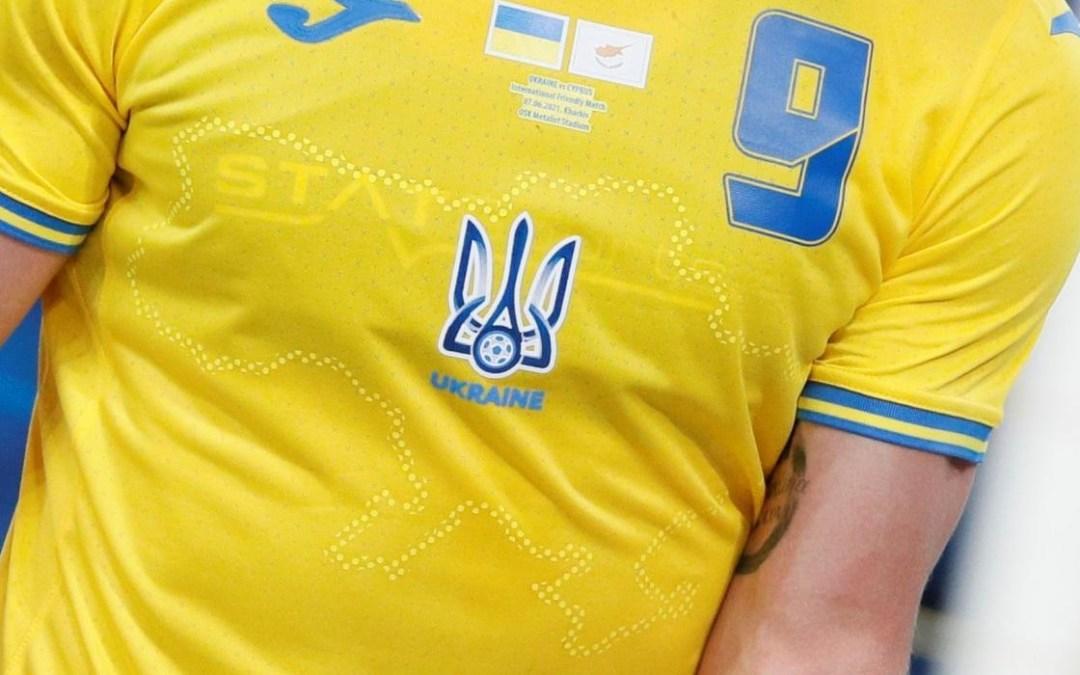 Diplomaták öltötték magukra szolidaritásból az ukrán labdarúgó-válogatott új mezét