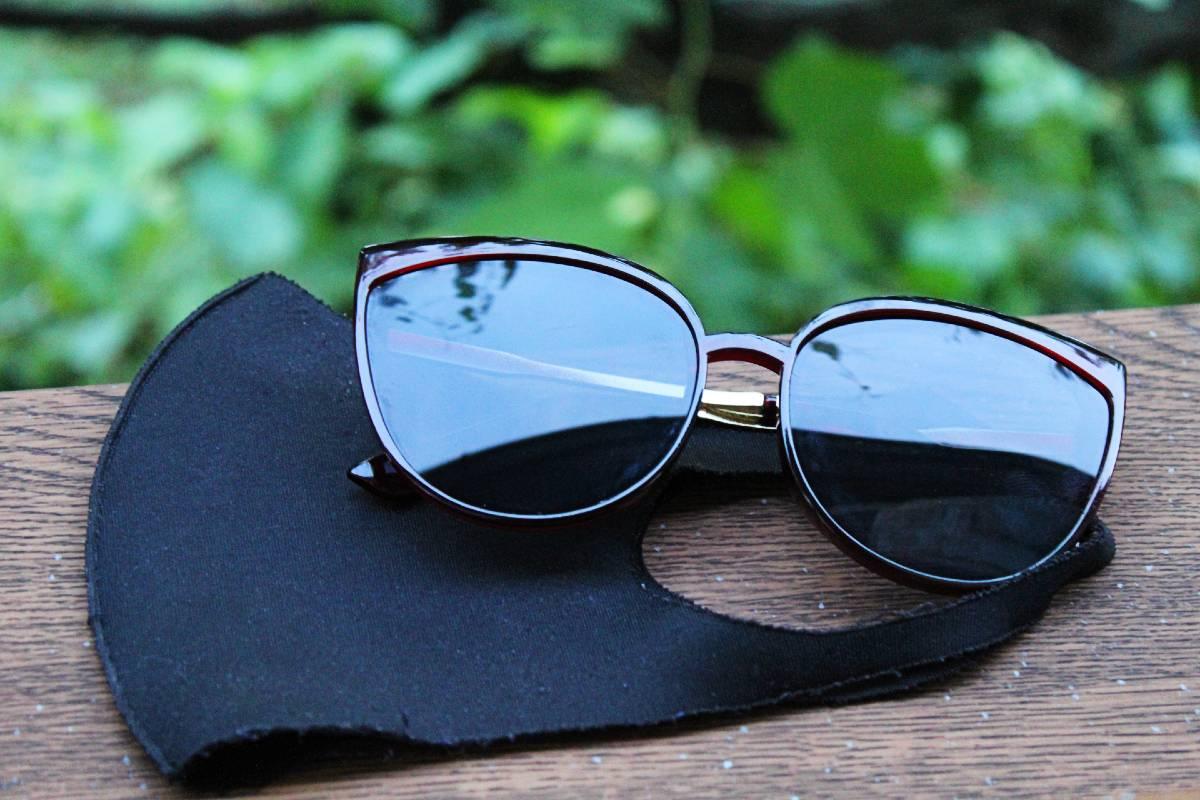 szájmaszk napszemüveg