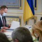 Санкции СНБО сменили на контрольное выселение