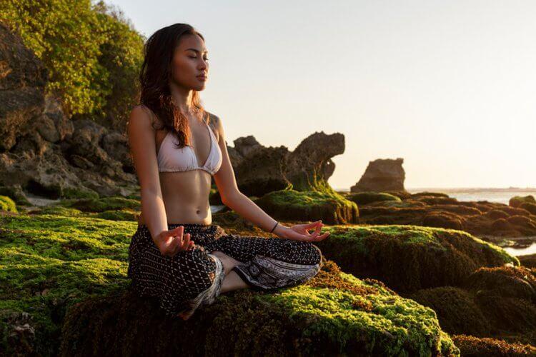 yoga-girl-karryon