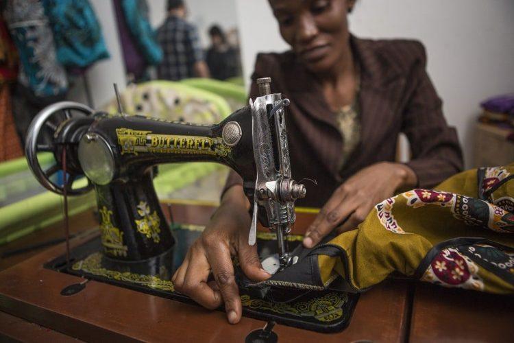 Tanzania Moshi Mobile Moshi Mamas Cooperative Shop Woman Sowing Handbag Shereen Mroueh 2015 - 0M4A4453 Lg RGB