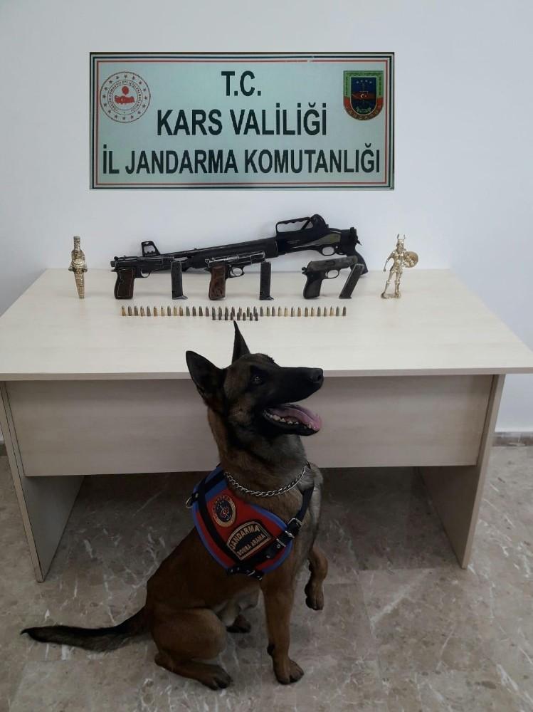 Kars'ta silah ve av tüfeği ele geçirildi
