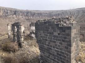 Kars'ta tarihi evlerin sadece izleri kaldı