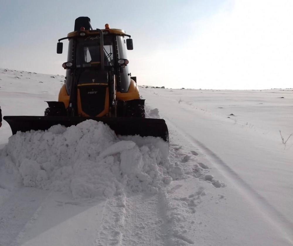 Kars'ta beyaz esaret! 71 köy yolu ulaşıma kapandı