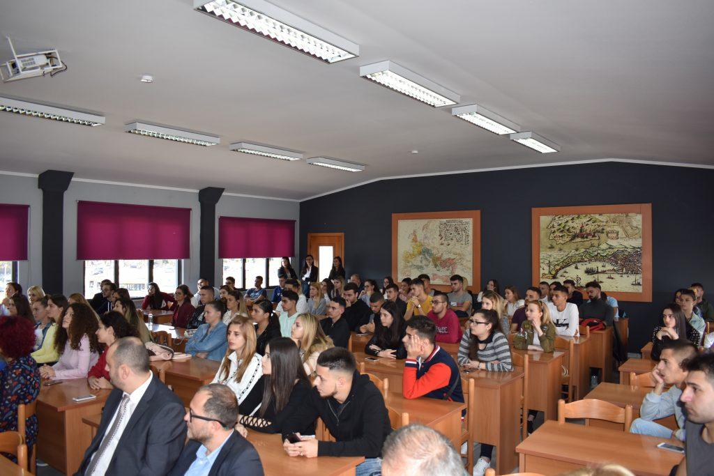 """Prezantim i Kartës Rinore tek studentët e SHLUJ """"Universiteti Marin Barleti"""""""