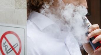 Σοβαρούς κινδύνους και ασθένειες προκαλεί το ηλεκτρονικό τσιγάρο, σύμφωνα με νέα μελέτη