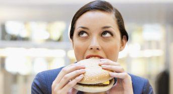 Οι 4 λόγοι για τους οποίους τρώμε πολύ