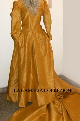 vestiti rinascimentali - vestiti stile 700 - vestiti in tessuto broccato - oro con strascico - la camelia collezioni