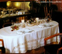 tovaglia in puro lino con inserto centrale entre deux ricamo liberty ad intaglio - la camelia collezioni