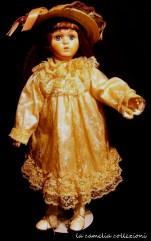 bambola biscuit con piedistallo - la camelia collezioni