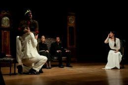 costumi di scena - costumi teatrali - la cantatrice calva e ionesco 1 - la camelia collezioni