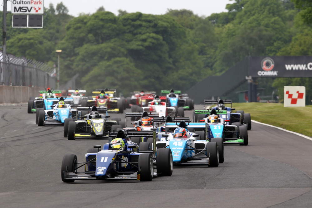 A packed grid of 21 cars took to the Oulton Park circuit