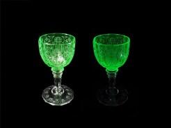 1900年頃のロブマイヤー、楕円形のウランガラス製カップにエングレーヴィングを施したワイングラス、