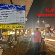 Pengaspalan Bahu Jalan Tol Jakarta-Cikampek