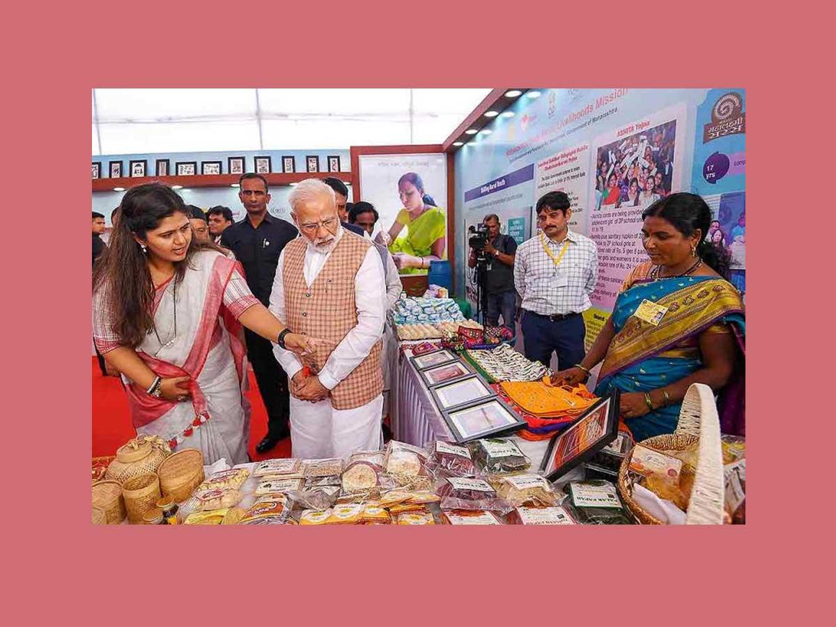 pankaja munde and narendra modi