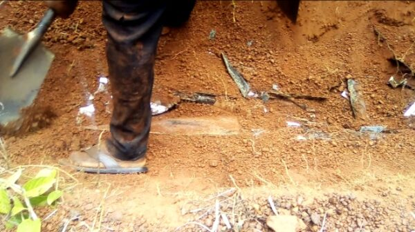 C/R: Policeman allegedly steals 10 bodies at Gomoa Fawomaye cemetery 2