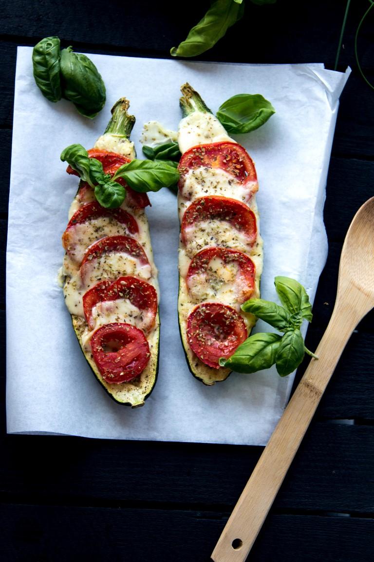 Zucchini-überbacken-mit-Tomaten-und-Mozzarella-1
