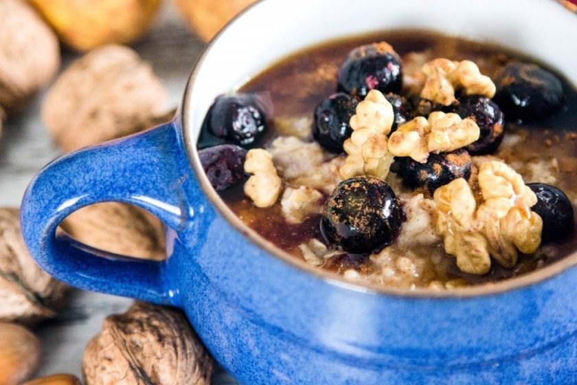 Frühstück-Haferflocken-mit-Obst-und-Nüssen-7