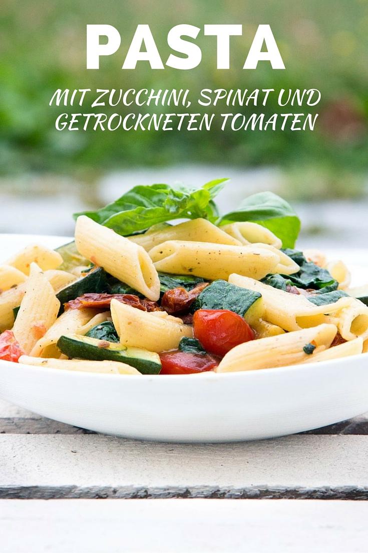 Rezept-Pasta-mit-Zucchini-Spinat-und-getrockneten-Tomaten