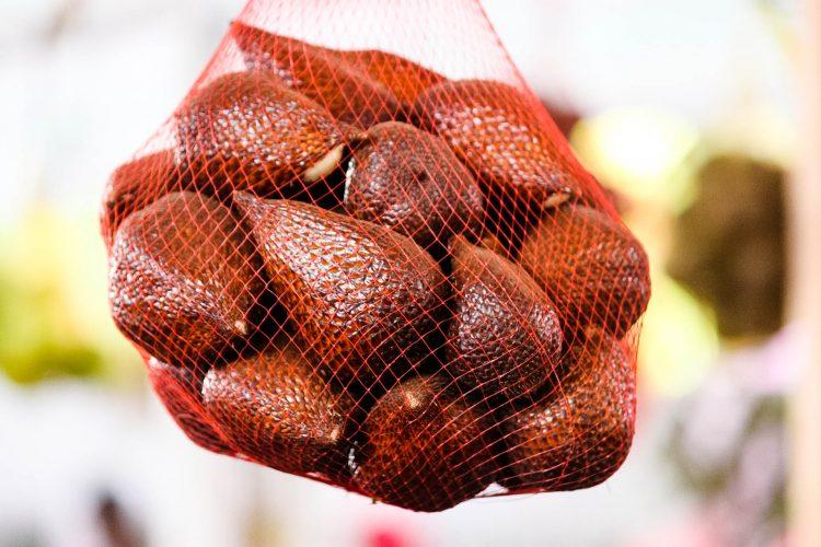 Salak-Schlangenfrucht-Exotische-Früchte-in-Thailand-18-Sorten-die-man-probieren-muss-77