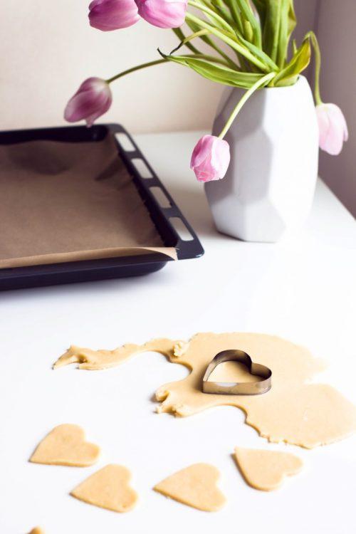Kekse-Herzen-gefüllt-mit-Marmelade-Valentinstag-Rezept-1