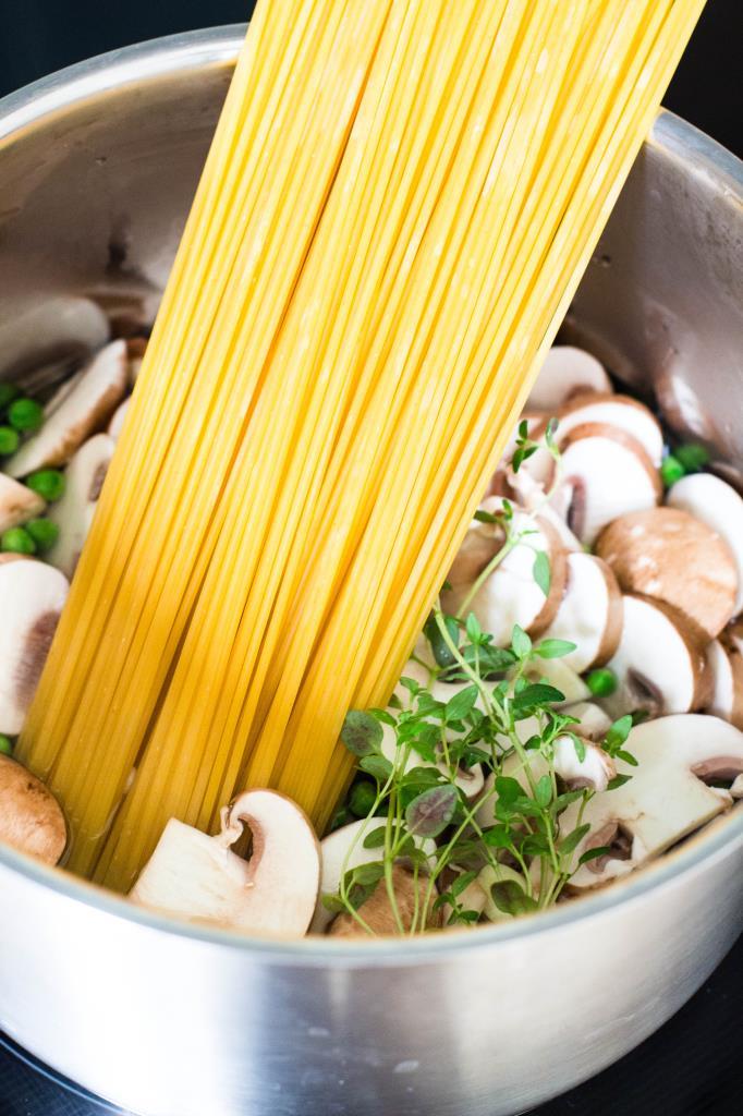 One-Pot-Pasta-mit-Zucchini-und-Champignons-Rezept-01