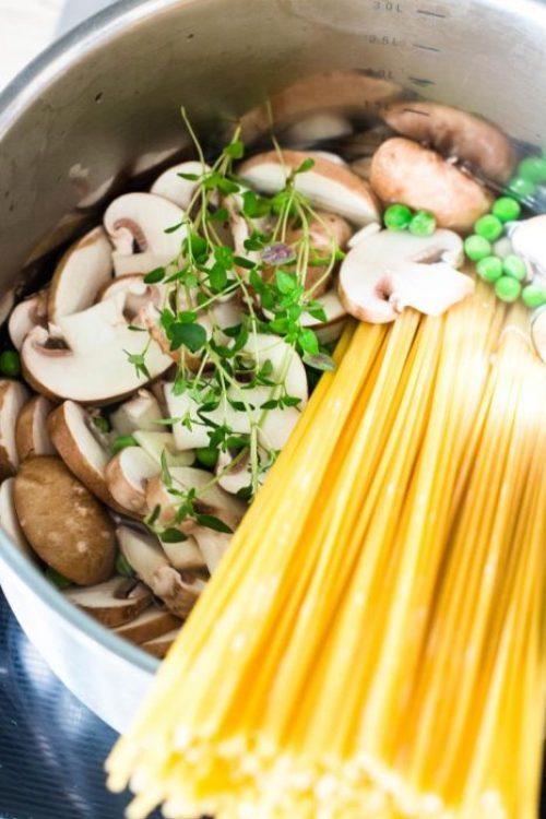 One-Pot-Pasta-mit-Zucchini-und-Champignons-Rezept-04