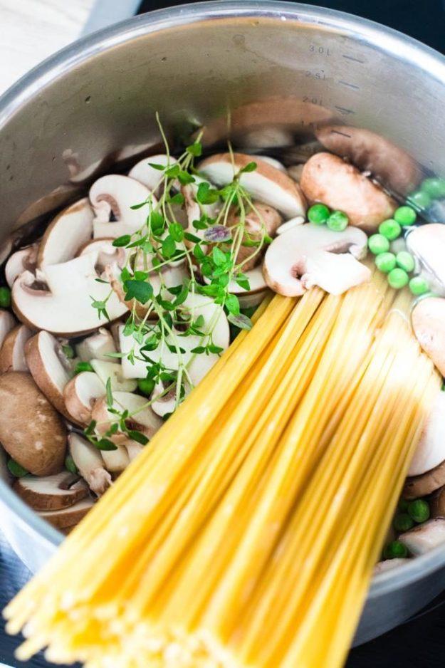 One-Pot-Pasta-mit-Zucchini-und-Champignons-Rezept-08