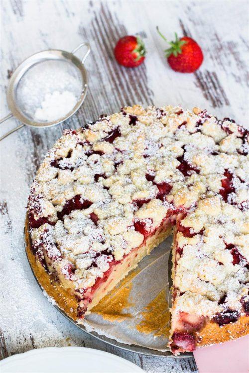 Erdbeerkuchen-Joghurt-Kuchen-mit-Erdbeeren-und-Streusel-Rezept-07