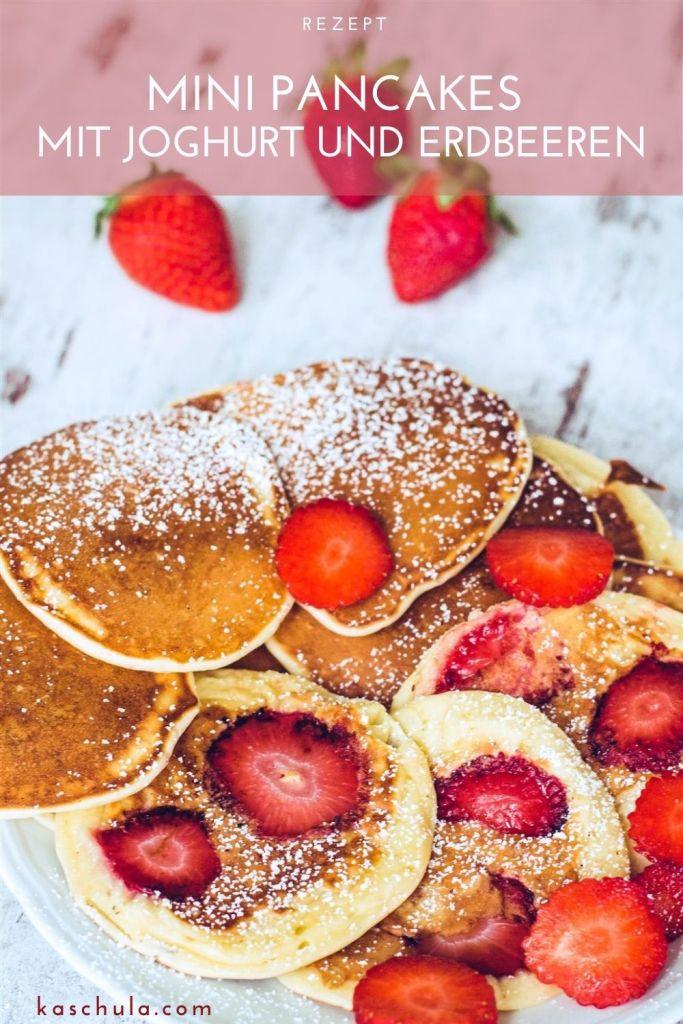 Mini Pancakes Pfannkuchen mit Joghurt und Erdbeeren Rezept