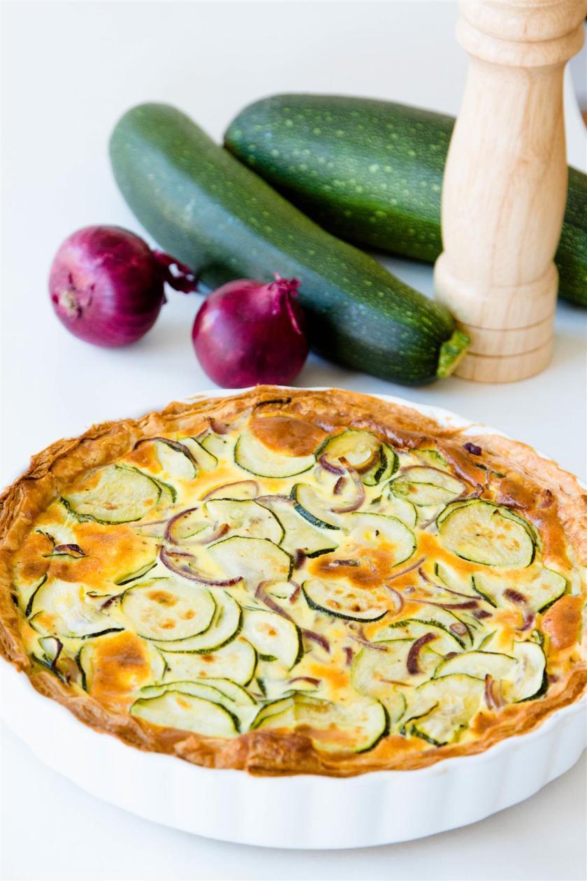 rezept-quiche-mit-zucchini-zwiebeln-ei-creme-fraiche-01-1