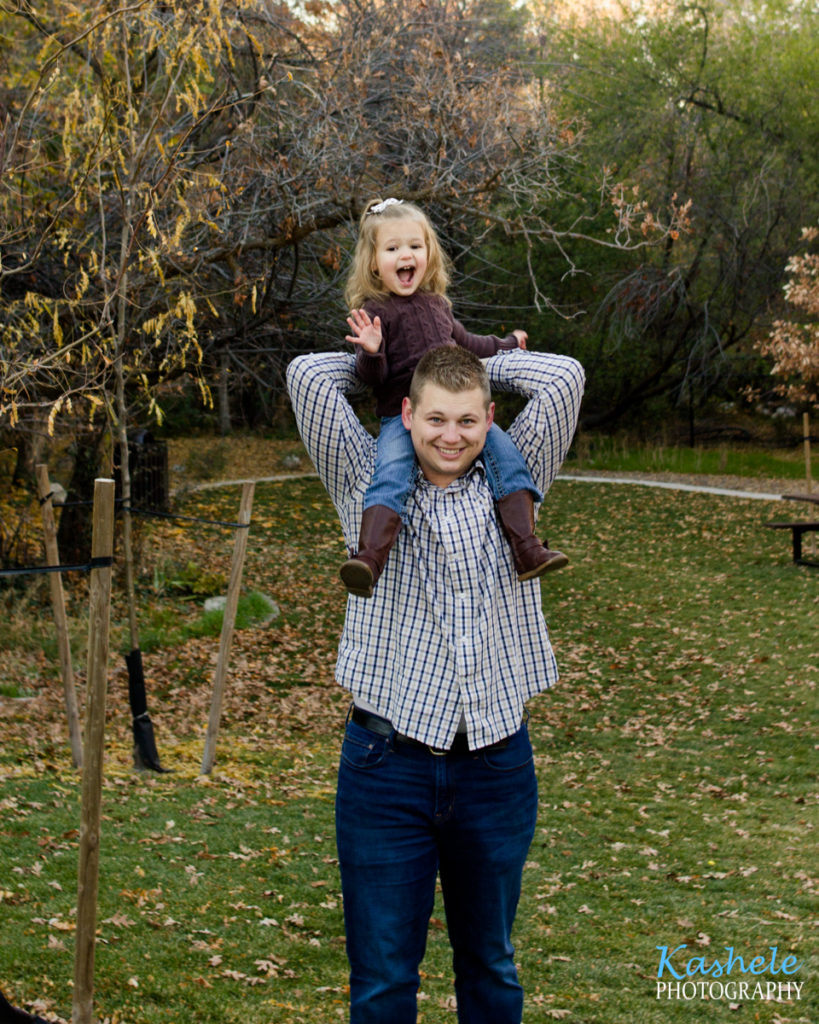 2019 Fall Family Session Big sister sitting on dad's shoulders