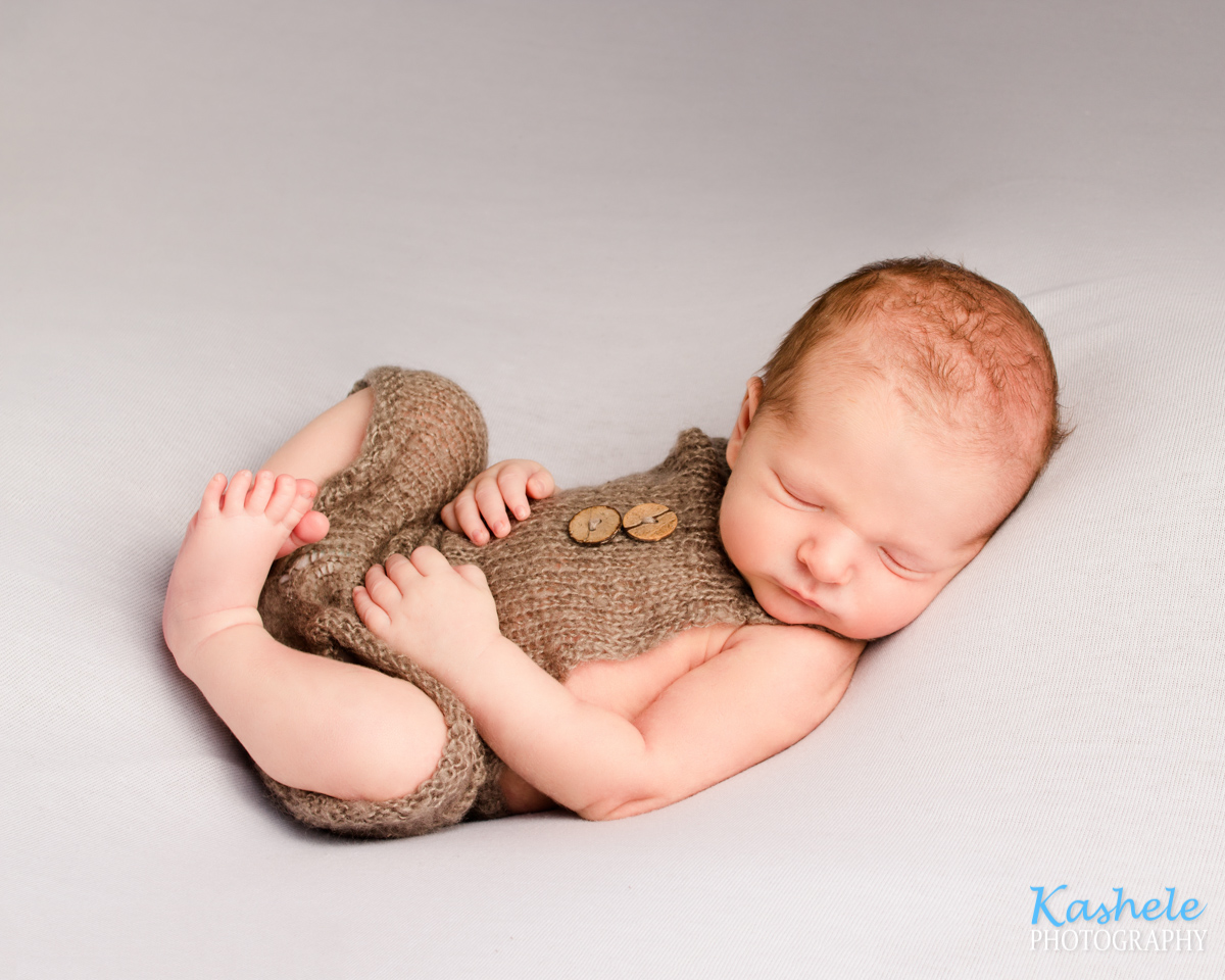 Huck Finn Pose for Newborn Photography Cost Post