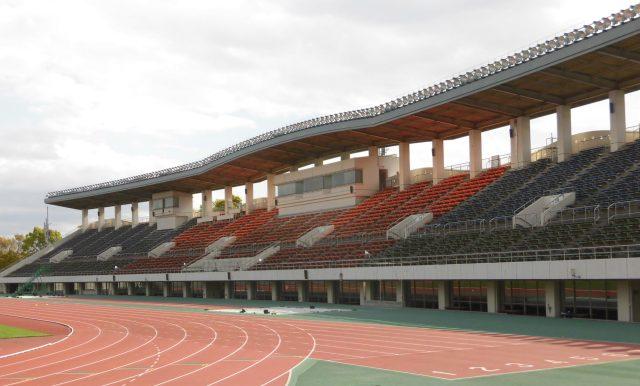 愛鷹広域公園多目的競技場 屋根 大きい 座席