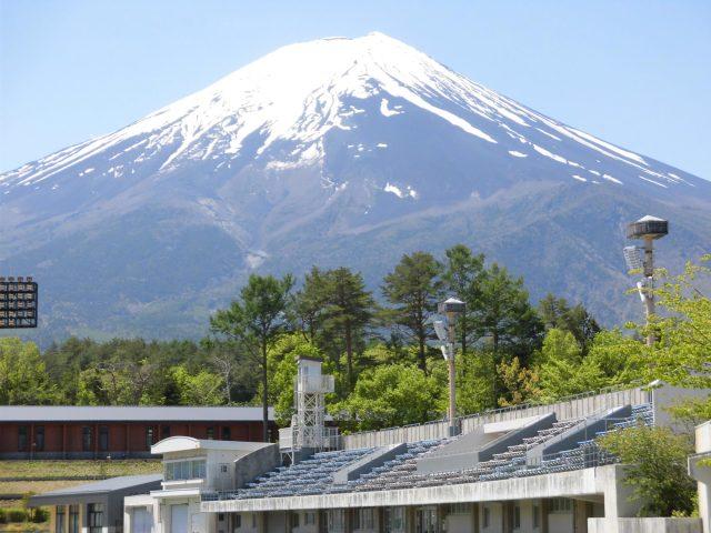 富士北麓公園 富士山が見えるスタジアム 陸上競技場 アクセス