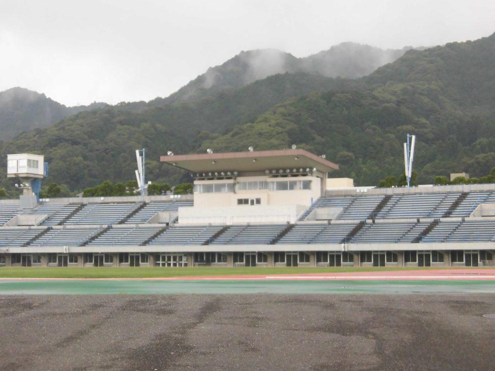 皇子山陸上競技場 屋根 座席 皇子山中学校 いじめ 隠蔽 加害者