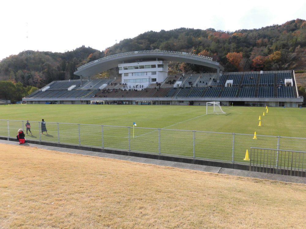 広島広域公園第一球技場 屋根 サッカー 山奥 乱開発